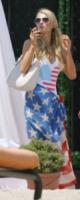Christina Milian, Paris Hilton - Los Angeles - 04-07-2013 - Shorts, maxidress o pareo: e tu cosa indossi in spiaggia?