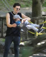 Flynn Bloom, Orlando Bloom - New York - 06-07-2013 - Star come noi: amore, vieni che ti porto al parco!
