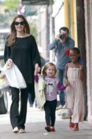 Vivienne Jolie Pitt, Pax, Zahara Jolie Pitt, Angelina Jolie - New Orleans - 10-03-2012 - Il Royal Baby? Saràcugino di Ben Affleck!