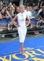 Rosamund Pike - Londra - 10-07-2013 - Back to school: tutte studentesse preppy con il colletto!