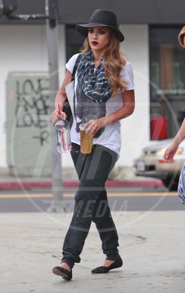 Jessica Alba - Los Angeles - 10-07-2013 - Il rossetto dell'autunno? E' rosso Burgundy