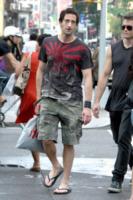 Adrien Brody - New York - 23-07-2010 - Le infradito possono farci male, parola di podologa