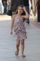 Suri Cruise - Los Angeles - 10-10-2011 - Le infradito possono farci male, parola di podologa