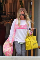 Ashley Tisdale - Los Angeles - 11-07-2013 - Le celebrity ne vanno matte: è la Celine Luggage Tote Bag!