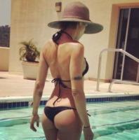 Elisabetta Canalis - Milano - 12-07-2013 - Il lato b è ormai il padrone dei profili social delle star