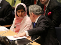 Malala Yousafzai, Gordon Brown - New York - 12-07-2013 - Malala Yousafzai raccoglie la standing ovation dell'Onu