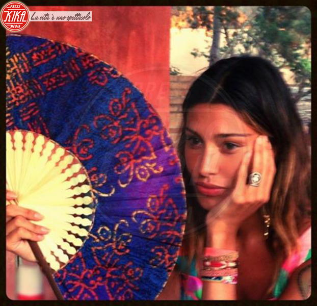 Belen Rodriguez - Milano - 13-07-2013 - Dillo con un tweet: Raffaella Fico versione reporter da spiaggia