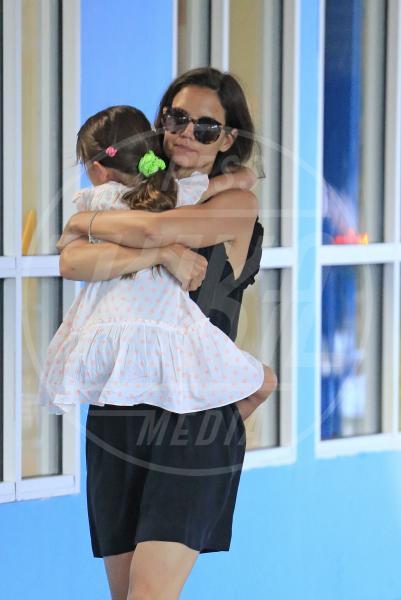 Suri Cruise, Katie Holmes - New York - 16-07-2013 - Amore, ma quando scendi dalle braccia di mamma?