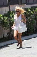 Pamela Anderson - Los Angeles - 16-07-2013 - La cellulite frena il desiderio di giovinezza di Pamela Anderson