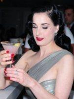 Dita Von Teese - Miami Beach - 18-11-2011 - SOS Cocktail: ma sai quante calorie stai bevendo?