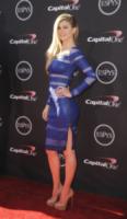 Marisa Miller - Los Angeles - 18-07-2013 - Vade retro abito!: Marisa Miller in Catherine Malandrino