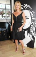 Kate Moss - Londra - 18-07-2013 - K.M.       telefono              casa