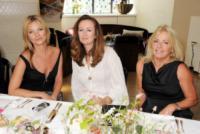 Sarah Doukas, Lucy Yeomans, Kate Moss - Londra - 18-07-2013 - K.M.       telefono              casa