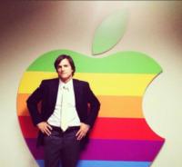 Ashton Kutcher - Milano - 19-07-2013 - Dillo con un tweet: Valentino Rossi pensa al cavatappi