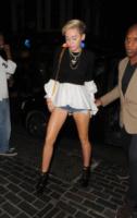 Miley Cyrus - Londra - 20-07-2013 - Il wardrobe malfunction colpisce ancora