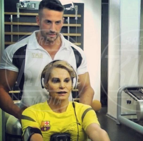 Simona Ventura - Milano - 22-07-2013 - Helfie, belfie, welfie: le nuove frontiere dell'autoscatto
