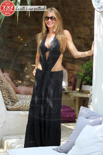 Sofia Vergara - Mykonos - 21-07-2013 - Shorts, minidress o pareo: e tu cosa indossi in spiaggia?