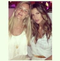 Claudia Galanti, Bar Refaeli - Milano - 23-07-2013 - Dillo con un tweet: Fanny Naguesha sorride anche senza Mario