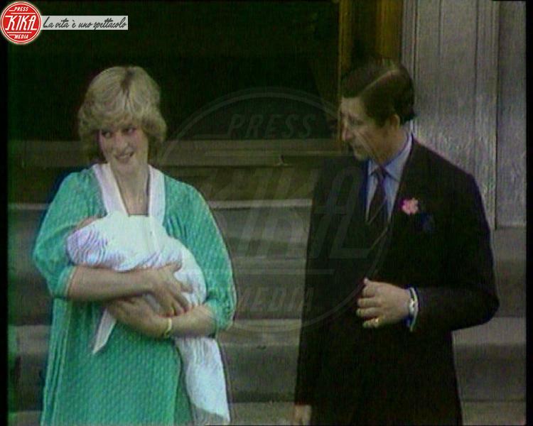 Principe Carlo d'Inghilterra, Principe William, Lady Diana - Londra - 22-06-1981 - Kate e William presentano il piccolo Cambridge