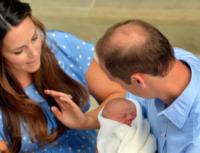Principe George, Principe William, Kate Middleton - Londra - 23-07-2013 - Baby reali a confronto: li riconoscete?