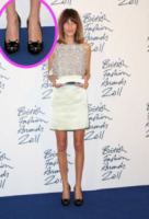 Alexa Chung - Londra - 28-11-2011 - Lindsay Lohan e le altre celebrity dai passi… felini!