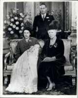 Giorgio VI, Elizabeth Bowes-Lyon, Principe Carlo d'Inghilterra, Regina Elisabetta II - 17-04-2012 - George, proprio un nome da celebrity!