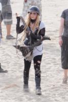 Avril Lavigne - Los Angeles - 26-07-2013 - Avril Lavigne: una chitarra-sega elettrica contro l'orsosqualo