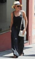 Kylie Minogue - Portofino - 27-07-2013 - Kylie Minogue: il rosso e il nero per scandire la giornata