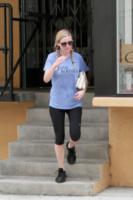 Kirsten Dunst - Los Angeles - 26-07-2013 - Star come noi: Kirsten Dunst fa la spesa al 7Eleven