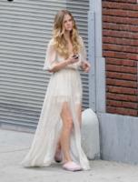 Brooklyn Decker Roddick - Los Angeles - 28-07-2013 - Celebrity con i piedi per terra: W le pantofole!