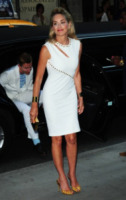 Sharon Stone - New York - 31-07-2013 - Quest'estate le star vanno in bianco