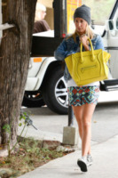 Ashley Tisdale - Beverly Hills - 31-07-2013 - Festa della donna? Quest'anno la mimosa indossala!