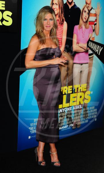 """Jennifer Aniston - New York - 01-08-2013 - """"A 40 anni non sei più sexy!"""" Sicura, Miley Cyrus?"""