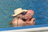 Nicola Carraro, Mara Venier - Portofino - 03-08-2013 - Mara Venier, in piscina sei straripante!