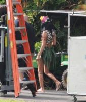 Katy Perry - Arcadia - 08-08-2013 - Katy Perry, una sexy donna della giungla sul set di Roar