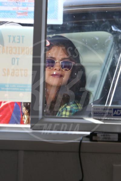 Selena Gomez - Los Angeles - 08-08-2013 - Star come noi: Selena Gomez, anche i famosi mangiano in auto