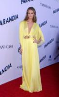 Christine Marzano - West Hollywood - 08-08-2013 - Miley Cyrus ruba la scena al fidanzato alla première di Paranoia