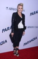Emily Osment - West Hollywood - 08-08-2013 - Miley Cyrus ruba la scena al fidanzato alla première di Paranoia