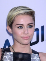 Miley Cyrus - West Hollywood - 08-08-2013 - Miley Cyrus ruba la scena al fidanzato alla première di Paranoia