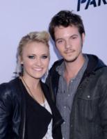 Nathan Keyes, Emily Osment - West Hollywood - 08-08-2013 - Miley Cyrus ruba la scena al fidanzato alla première di Paranoia