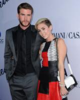 Liam Hemsworth, Miley Cyrus - West Hollywood - 08-08-2013 - Miley Cyrus ruba la scena al fidanzato alla première di Paranoia