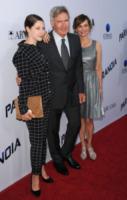 Georgia Ford, Harrison Ford, Calista Flockhart - West Hollywood - 08-08-2013 - Miley Cyrus ruba la scena al fidanzato alla première di Paranoia