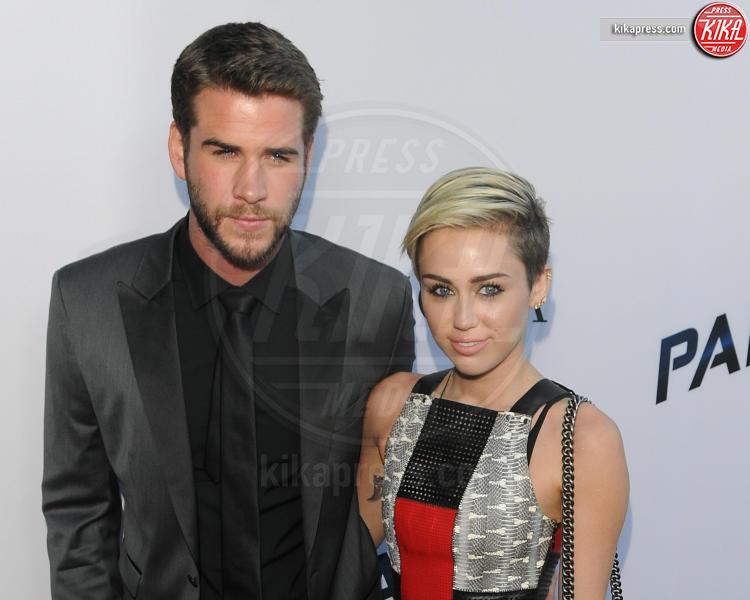 Liam Hemsworth, Miley Cyrus - Los Angeles - 08-08-2013 - Miley Cyrus ruba la scena al fidanzato alla première di Paranoia