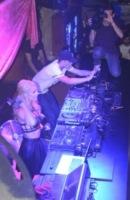 River Viiperi, Paris Hilton - Ibiza - 08-08-2013 - Paris Hilton sexy deejay in consolle a Ibiza