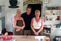 Hugh Grant - Cornovaglia - 10-08-2013 - Star come noi: un turista di nome Hugh Grant