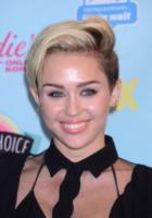 Miley Cyrus - Universal City - 11-08-2013 - Harry Styles replica il twerking di Miley Cyrus