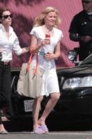 Elizabeth Banks - Los Angeles - 12-08-2013 - Celebrity con i piedi per terra: W le pantofole!