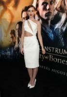 Lily Collins - Hollywood - 13-08-2013 - Quando le star ci danno un taglio… allo scollo!