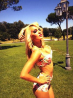 Elena Morali - 13-08-2013 - Dillo con un tweet: quante bellezze al mare!