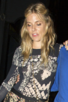 Sienna Miller - Londra - 15-08-2013 - Sienna Miller: sotto il vestito, niente